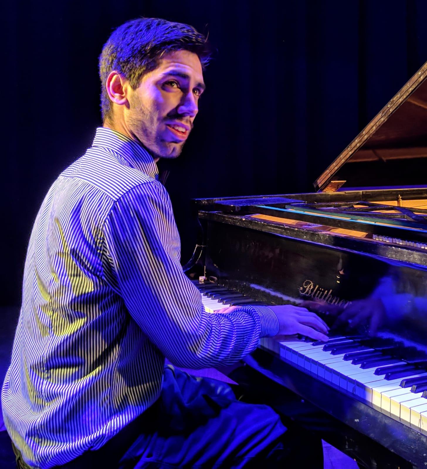 Agustín Larroca- piano
