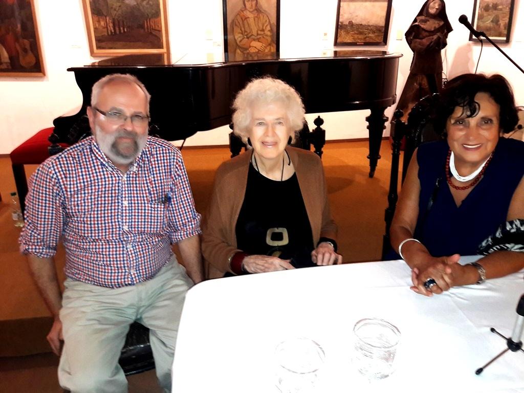 Andrés Olivetti, Linda Kohen y Angelina de la Quintana en la inauguración de Tres Pintoras