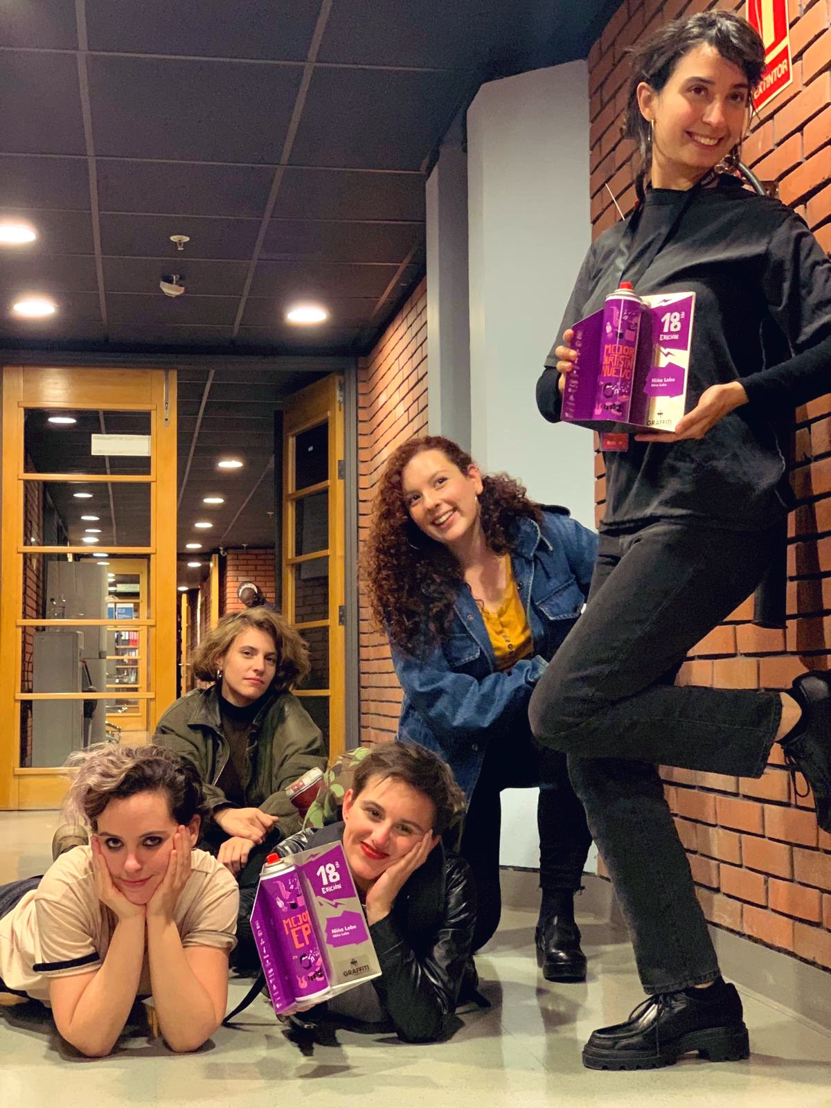 Camila Bustillo, Camila Rodríguez, Julia Guerriero,Isabel Palomeque y Andrea Pérez, con los Premios Graffiti 2020