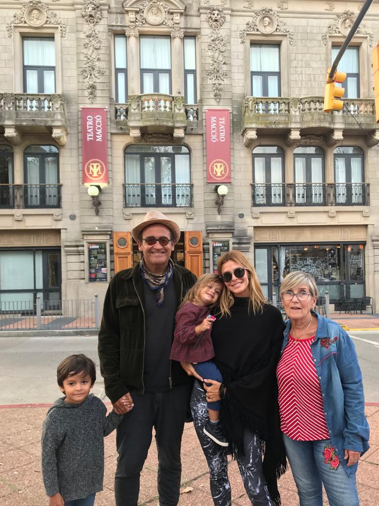 Benicio, Álvaro, Joaquina, Vanina y Ana (mamá de Álvaro), el día de la ovacionada función en el Macció
